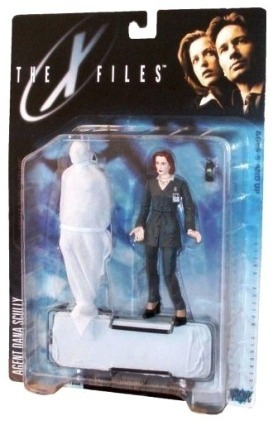 Agent Dana Scully (Gray suit & corpse) UPC-787926161021-1e - Copy