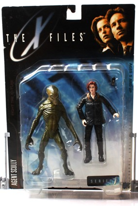 Agent Dana Scully (parka & alien) UPC-787926161120 - Copy