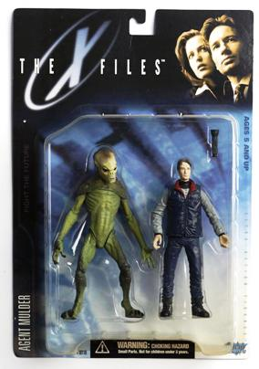 Agent Fox Mulder (arctic gear & alien) UPC-787926161113-1 - Copy