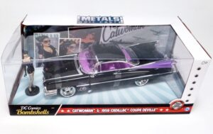 Catwoman & 1959 Cadillac Coupe-01