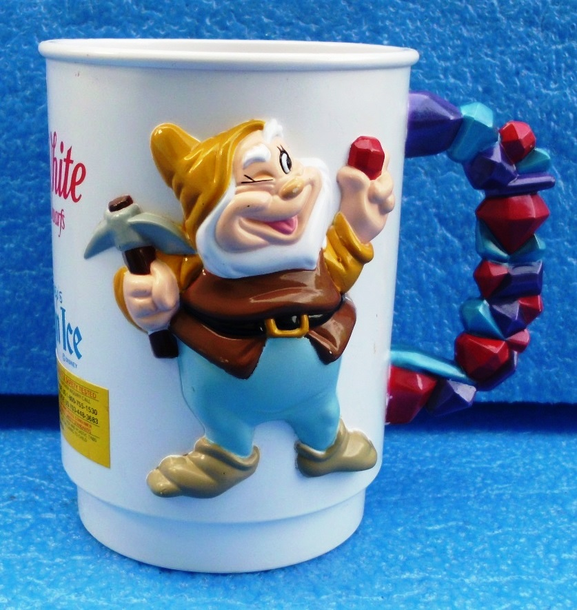 Walt Disney (Snow White And The Seven Dwarfs) Figural Plastic Mug World On Ice 1995 Collection (4)